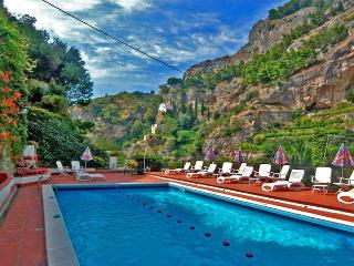 MARGHERITA - 3 Bedrooms - Atrani - Ravello - Massa Lubrense vacation rentals