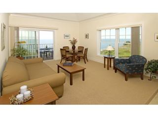 Living Room - Luxurious Waterfront Condo at The Cliffside Resort - Greenport - rentals