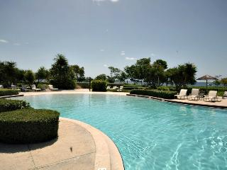 Refined island decor~sleeps 10 ~ 812 Mariners Club - Key Largo vacation rentals