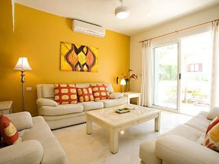 CONDO ALI - spacious 2 level condo on 5th! - Playa del Carmen vacation rentals