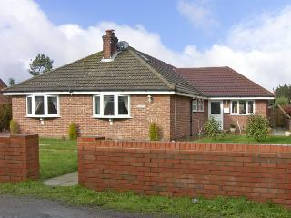 ROSE BAY, family friendly, with a garden in Winterton-On-Sea, Ref 3893 - Winterton-on-Sea vacation rentals