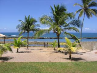 View from the villa's veranda - Beautiful Private Beachfront Villa - Arembepe - rentals