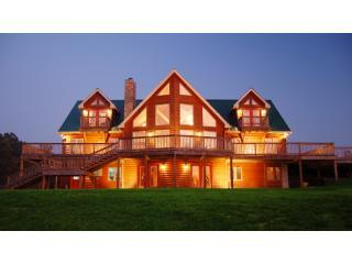 5000 sq ft Log Home with Wraparound Deck - Nashville Area Luxury Log Home on 18 Acres - Nashville - rentals