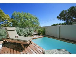 Dunkeld Village, 3 bed townhouse with small garden - Camps Bay vacation rentals