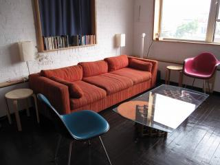 cozy living area, very bright - Bright Loft in center of Williamsburg by L train - Brooklyn - rentals