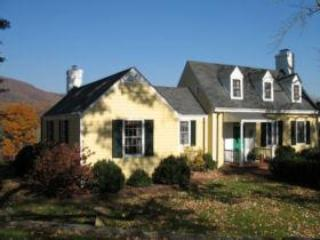 Ramsay Estate Cottage Cottage - 3 bbr/3 bath, Panoramic Mountain views - Charlottesville vacation rentals