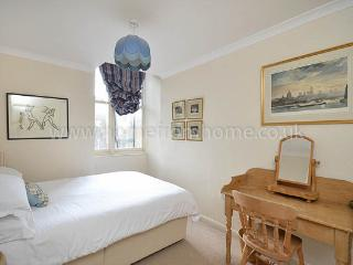 Delightful and cosy 2 bedroom apartment- Kensington - London vacation rentals