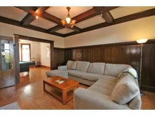 Large and Cozy Living Room with flat screen TV and fireplace. - 4 Bedroom House at Golden Gate Park, Wifi, Garden - San Francisco - rentals