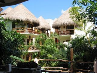 Courtyard.JPG - Villas Sacbe - Beautiful 1 Bedroom Condo - Playa del Carmen - rentals