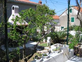 2472 A2(2+3) - Makarska - Central Dalmatia vacation rentals