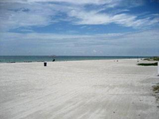 Beach - Sand Castle II -  HAS IT ALL!!!!!!!!! - Indian Shores - rentals