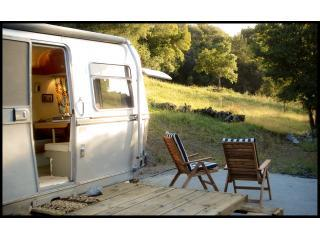 private outside area with beautiful mountain views - GLAMPING - Vintage AVION (pet friendly) - Big Sur - rentals