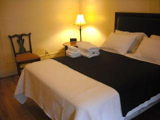 2,100/M, 6 pax  full bath/kit - 20min times Square - Manhattan vacation rentals