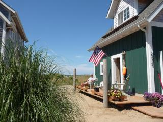 Sandy Beachfront Lincoln City: Chic Cottage! - La Cruz de Huanacaxtle vacation rentals
