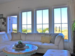 Great Winter Rates for Chic Beachfront Cottage! - Lincoln City vacation rentals