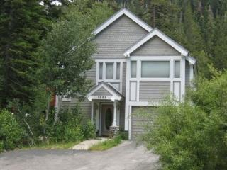 Alpine Cottage Vacation Rental - Light and bright with Mountain Views. - Alpine Meadows vacation rentals