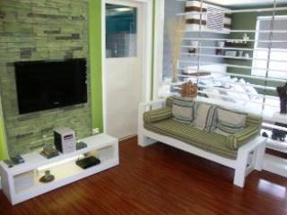 Soma Studio With Two Double Beds Next To Malls - Luzon vacation rentals