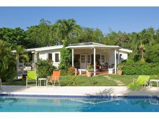 Tree Tops, 3 bed villa 350, yards to Mullins Beach - Mullins vacation rentals
