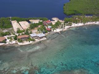 Slumberland beachfront villas - 1st class diving - Bay Islands Honduras vacation rentals