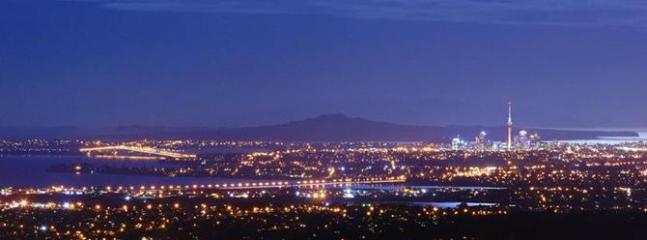 Aucklands city lights - MILLION Dollar Views & ROUND bed Auckland holiday - Auckland - rentals