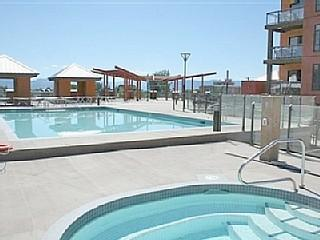 Pool and Hot Tub - Kelowna Family Friendly Resort Condo - Kelowna - rentals