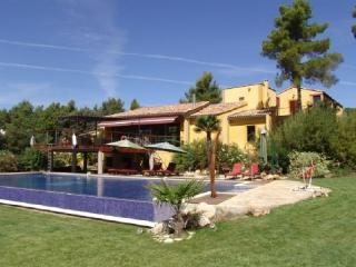 Idyllic 9 Bedroom & 7 Bathroom House in Aix-en-Provence (57681) - Aix-en-Provence vacation rentals