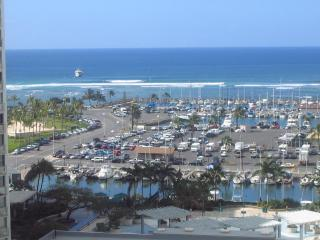 Awesome  large Studio / Ocean view Parking!... - Honolulu vacation rentals