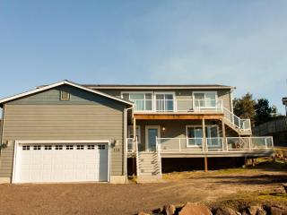 Sunset Dunes newer 5 bdrms, 3 bath, lots of space. - Oceanside vacation rentals