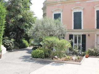 SPACIOUS 2 BEDROOM GROUNDFLOOR APARTMENT IN NICE - Nice vacation rentals