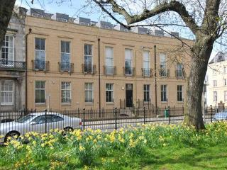 Hopetoun Garden Apartment Parking WiFi WasherDryer - Edinburgh & Lothians vacation rentals