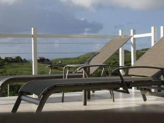 ZONI BREEZES UPPER - QUIET OCEAN AND COUNTRY VIEWS - Culebra vacation rentals