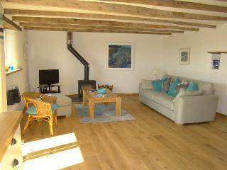 Comfortable sitting room with lovely wood burner - Lantallack Getaways