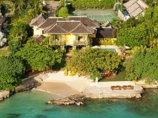 Beach paradise Keela Wee on Discovery Bay with tennis , snorkeling and kayaks - Discovery Bay vacation rentals