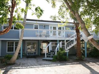 Huge 2 bedroom+Den Sleeps7 poolclub stps to Beach - North Captiva Island vacation rentals