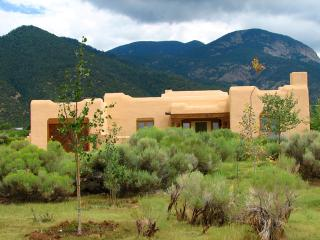 Casa Cantando (House of song) - Taos Area vacation rentals