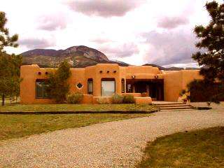 Casa Illuminada - Taos Area vacation rentals