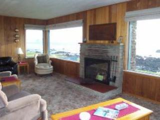 living room view south - Cayucos OCEAN FRONT Home FREE INTERNET - Cayucos - rentals