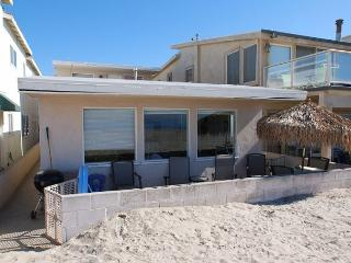 Great 2 Bedroom Upper Beach Cottage! Oceanfront with Beautiful Views! (68145) - Newport Beach vacation rentals