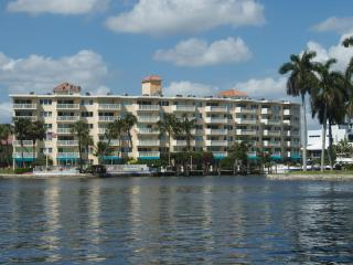 2/2 Yacht & Beach Club Condo on the Intracoastal - Pompano Beach vacation rentals