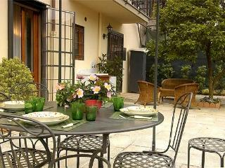 2- level apartment in Florence, near the Arno River. BRV PAO - Florence vacation rentals