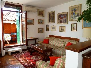 Ca' Betta: canal view with private terrace, WIFI - Venice vacation rentals