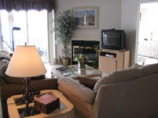 Regatta Bay 320-3A - Another Great Corner Unit Condo in Regatta Bay Complex. 12 MM Osage Main Channel - Lake Ozark vacation rentals