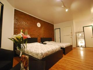 Times Square's Studio for 6 people MAX - New York City vacation rentals