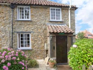 RAMBLER'S COTTAGE, pet friendly, country holiday cottage, with a garden in Walesby, Ref 4165 - Lincolnshire vacation rentals