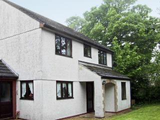 BROOKFIELD, pet friendly, country holiday cottage, with a garden in Tregony, Roseland Peninsula, Ref 4141 - Cornwall vacation rentals