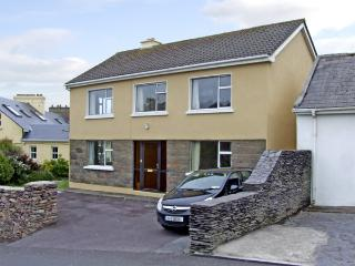 1 SLOANE HEIGHTS, pet friendly, with a garden in Waterville, County Kerry, Ref 4090 - County Kerry vacation rentals