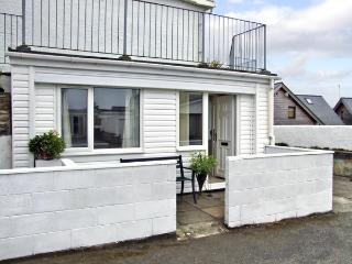 APARTMENT 2, romantic, with a garden in Rhosneigr, Ref 4091 - Island of Anglesey vacation rentals