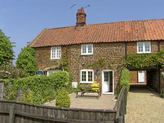 KATH'S COTTAGE, with a garden in Heacham, Ref 4040 - Norfolk vacation rentals