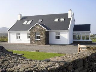 BEENBANE LOWER, with a garden in Waterville, County Kerry, Ref 4041 - County Kerry vacation rentals
