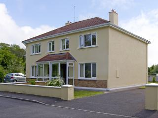 TI MHAIRIN, pet friendly, with a garden in Oughterard, County Galway, Ref 4047 - Connemara vacation rentals